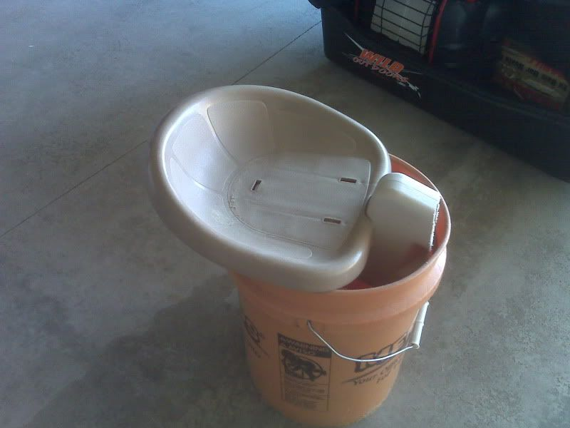 5 gallon bucket modifications for Ice fishing bucket